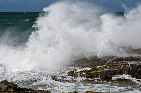 breaking-waves-rocks-kilcunda-beach