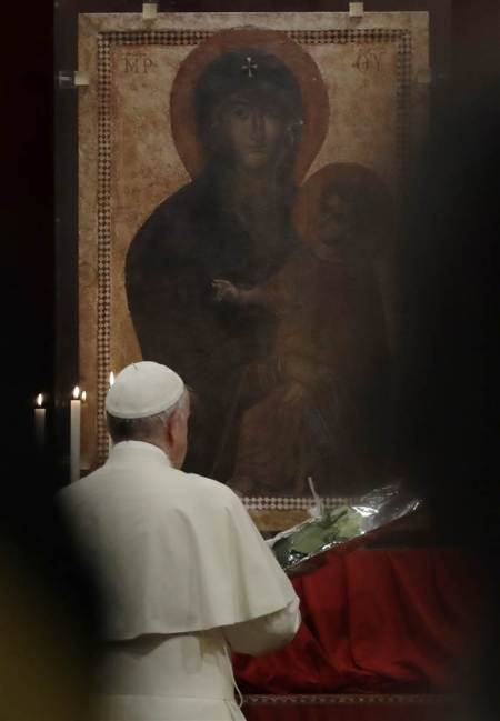 180124-pope-virgin-mary-portrait-se-218p_a205c220d94a5907ec89849b79ad92bd.nbcnews-ux-2880-1000