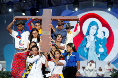 20190125t1900-24022-cns-pope-panama-wyd-cross.jpg
